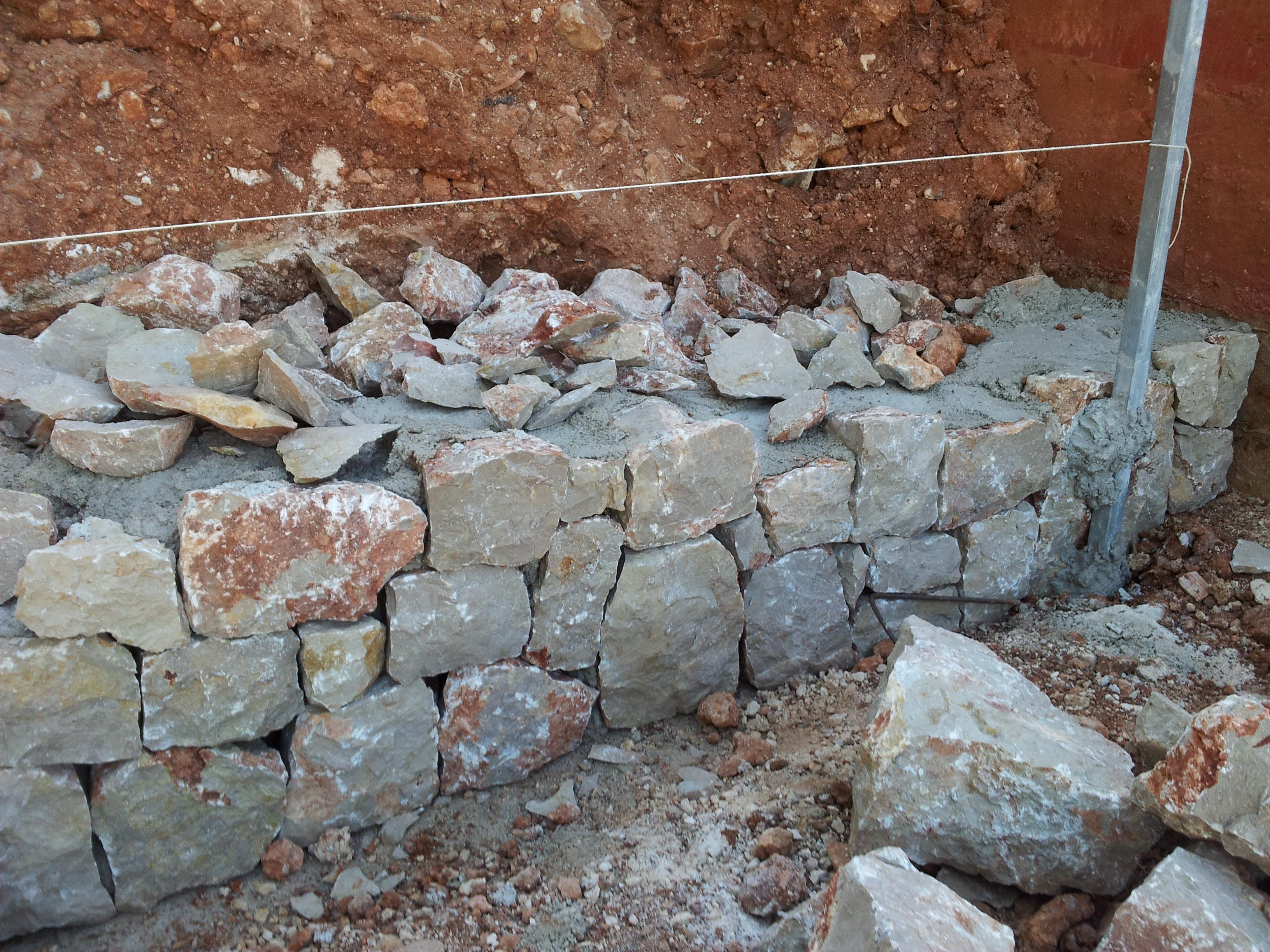 M rgenes de piedra muros de mamposter a chapados y - Muros de piedra construccion ...